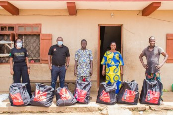 Delivering packages to families in Ososa town 8