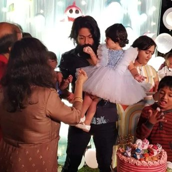 Yash And Radhika Pandit (4)