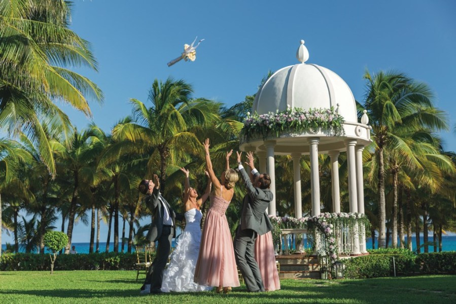 RIU Hotels   Resorts gives you a free wedding in Punta Cana   RIU     Wedding in Punta Cana