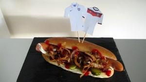 Deutscher Hotdog mit Trikot-Fähnchen