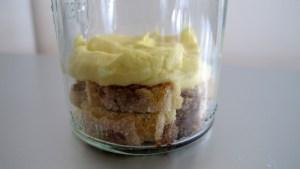 Mascarpone Creme geschichtet auf Löffelbiscuits