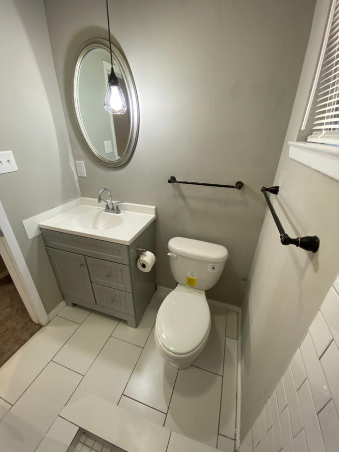 Real-estate bathroom photo modern