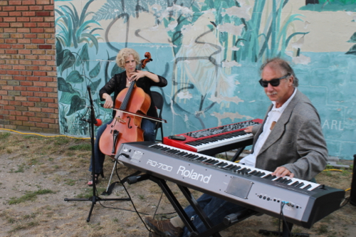 George Cork Maul and Jeannie Woelker perform on East Main Street.