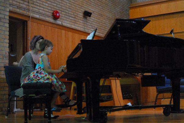 little kid piano student