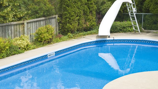 How to Remove Stains from a Pool Liner