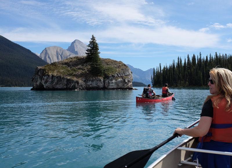Malignelake_canoes