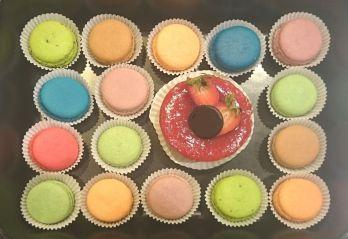 Etwas Süsses gefällig? Inzwischen kennt sie wohl jeder, die kleinen, zarten, süssen, fruchtigen Macarons - ca. 20 Stück oder (16 und ein Törtchen) - 50 €