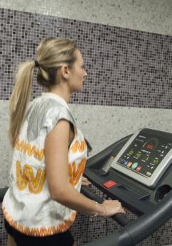Tra gli attrezzi della palestra dell'Hotel Majorana c'è un moderno e tecnologico tapis roulant.
