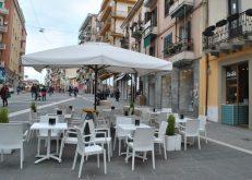 Il servizio prosegue anche all'esterno della gelateria, sita sul corso principale della città di Cosenza, via del passeggio, dello shopping e in cui poter incontrare gli amici.