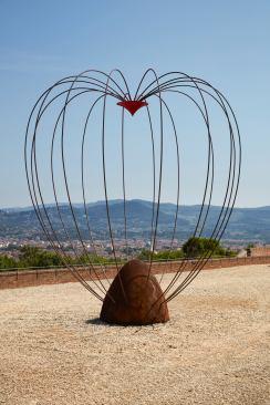 MARCO BAGNOLI ( Empoli 1949) Si sedes non is, 1989 – 2017. Ferro, resina. Courtesy dell'artista (opera esposta al Forte di Belvedere)