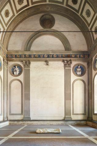 LUCIANO FABRO (Torino, 1936 - Milano, 2007) Io rappresento l'ingombro dell'oggetto nella vanità dell'ideologia (Lo Spirato), 1968 – 1973. Marmo Paonazzo Courtesy Collezione privata, Milano (opera esposta nella Cappella dei Pazzi in Santa Croce)