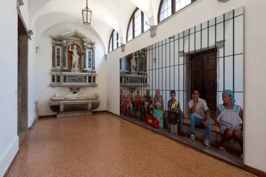 La Habana – Persone in attesa La Habana – People Waiting 2015 serigrafia su acciaio inox super mirror silkscreen on super mirror stainless steel 250×500 cm Courtesy: the artist and GALLERIA CONTINUA, San Gimignano / Beijing / Les Moulins / Habana Photo by: Oak Taylor-Smith