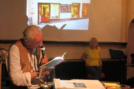 L'artista Michelangelo Jr interviene durante una delle 8 Lezioni al Bar di Manuela Gandini. Ph. Fabrizio Garghetti