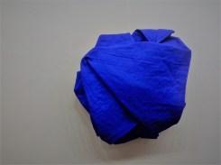 Cesare Berlingeri, Oltremare piegato, acrilico e pigmento su tela piegata, cm 56,5x55x16,5, 2016