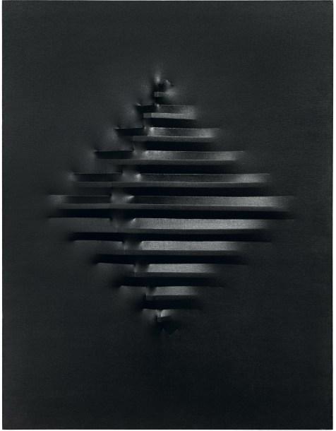Agostino Bonalumi, Nero, 1973, 130x100 cm, Tela estroflessa e tempera vinilica