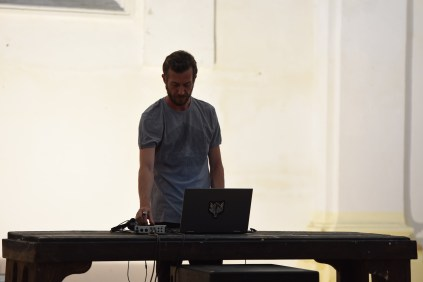 Nn – Memories of you (real time), performance di Alessio de Girolamo, 2018, ex chiesa di San Leonardo, Fano_Arte & Jazz PERFORMING. Foto di Michele Alberto Sereni