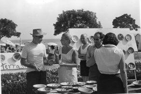 Lucio Fontana alla festa del pesce, Albissola Marina anni 50. Courtesy Fondazione Lucio Fontana