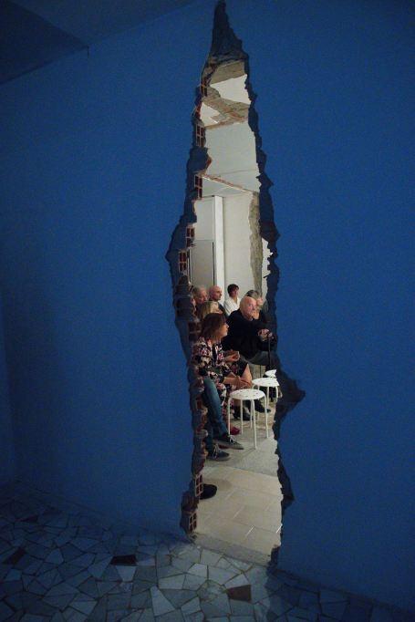 INVITATION TO A DISASTER, dettagli squarcio progetto architettonico, courtesy Le Stazioni Contemporary Art
