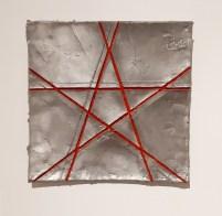 Gilberto Zorio, Rossini, 2006, 40x40x5 Collezione Privata, fusione di alluminio con elementi fluorescenti,Photo di Peppino Sciortino.