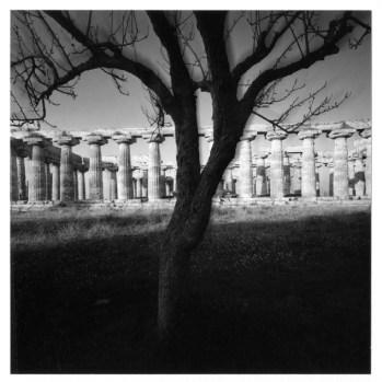 Mimmo Jodice, Tempio Nettuno, coourtesy Galleria Vistamare, Pescara