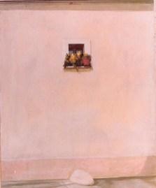 muro con finestra e masso