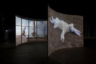 Joan Jonas, Light Time Tales, 2014 Vedute dell'installazione alla Fondazione HangarBicocca, Milano Photo by Agostino Osio. Courtesy Fondazione HangarBicocca, Milano