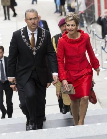 La regina Maxima d'Olanda e Aboutaleb. (Michel Porro/Getty Images)