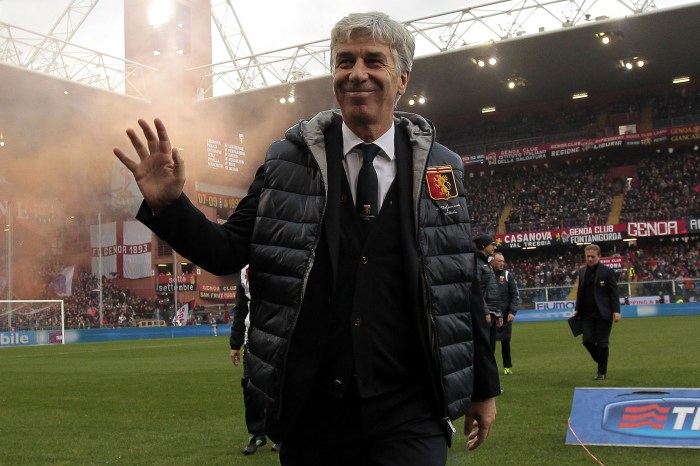 GENOA, ITALY - DECEMBER 14: Gian Pietro Gasperini head coach of Genoa CFC gestures during the Serie A match between Genoa CFC and AS Roma at Stadio Luigi Ferraris on December 14, 2014 in Genoa, Italy. (Photo by Gabriele Maltinti/Getty Images)