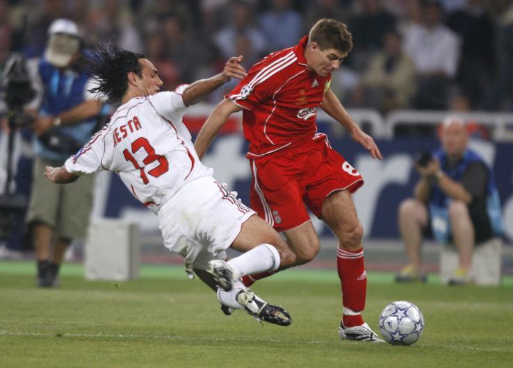 In tackle su Steven Gerrard, nella finale di Champions vinta ad Atene nel 2007. Olivier Morin/AFP/Getty Images