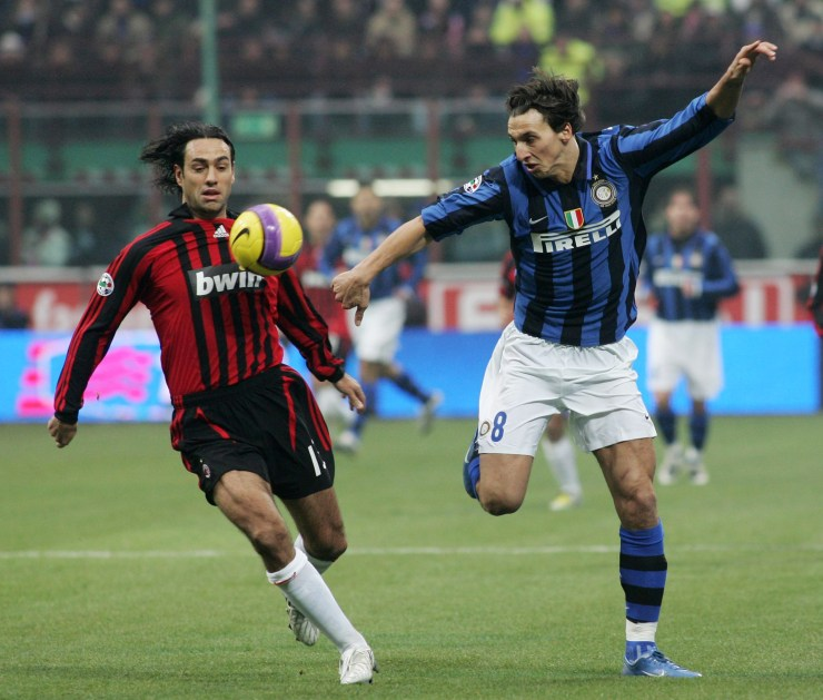 In un derby contro Ibrahimovic, nel dicembre 2007. New Press/Getty Images