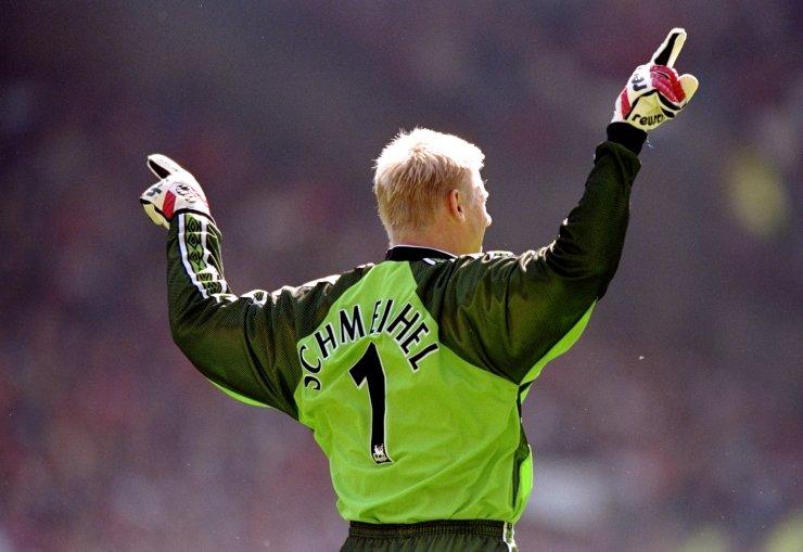 Peter Schmeichel nel 1998, durante Manchester United 2-2 Leicester. (Stu Forster /Allsport)