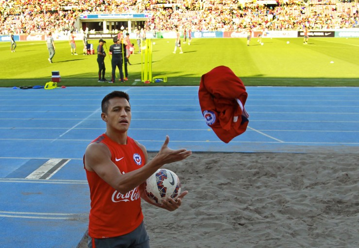 Alexis Sanchez durante un allenamento con la Nazionale (Claudio Reyes/AFP/Getty Images)