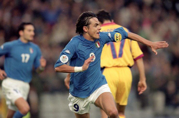 L'esultanza di Pippo Inzaghi nei quarti di finale contro la Romania (Graham Chadwick /Allsport)