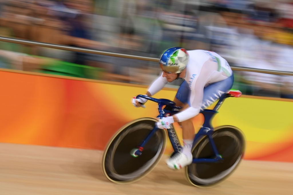 Italy's Elia Viviani compete in the Men's Omnium Flying Lap track cycling event at the Velodrome during the Rio 2016 Olympic Games in Rio de Janeiro on August 15, 2016. / AFP / Eric FEFERBERG (Photo credit should read ERIC FEFERBERG/AFP/Getty Images)