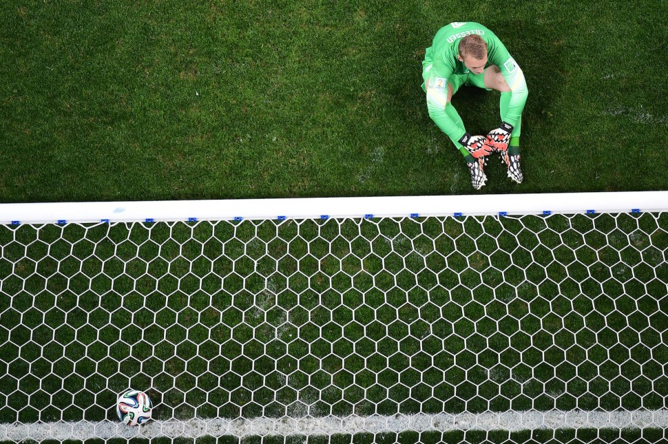 Netherlands' goalkeeper Jasper Cillessen reacts after failing to make a save during a penalty shoot-out of the semi-final football match between Netherlands and Argentina of the FIFA World Cup at The Corinthians Arena in Sao Paulo on July 9, 2014. AFP PHOTO / FRANCOIS XAVIER MARIT