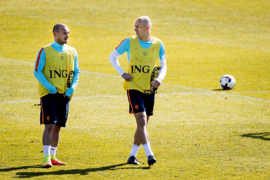 Netherlands' Arjen Robben (R) and Wesley Sneijder take part in a training session of the Dutch national football team on March 22, 2017 in Katwijk. The Netherlands will play against Bulgaria in a FIFA World Cup 2018 qualification match on March 25. / AFP PHOTO / ANP / Koen van Weel / Netherlands OUT (Photo credit should read KOEN VAN WEEL/AFP/Getty Images)