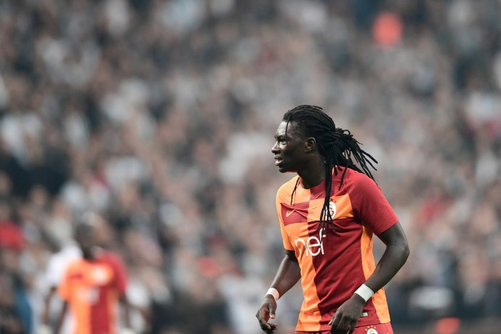 Galatasaray's Bafetimbi Gomis reacts during the Turkish Super Lig football match between Besiktas and Galatasaray on December 2, 2017 at Vodafone Park Stadium in Istanbul. / AFP PHOTO / OZAN KOSE (Photo credit should read OZAN KOSE/AFP/Getty Images)