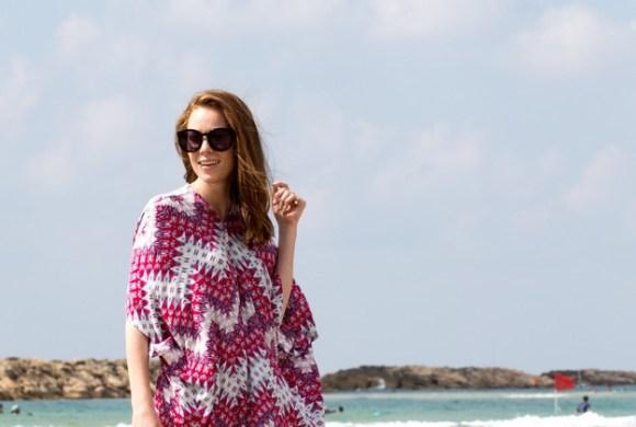 Pink Kaftan on beach_00006