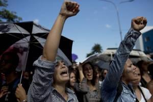 29 novembre - La gioventù cubana ricorda Fidel, a pugno chiuso