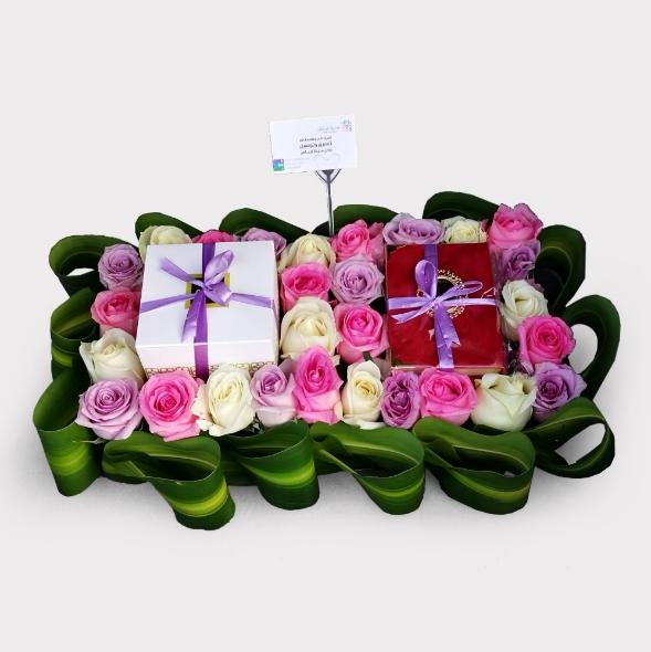 هدية مصحف وشوكولاتة مع الورد