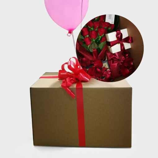 هدايا و ورد داخل صندوق ورقي