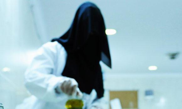 Saudi women learn the secrets of incense making