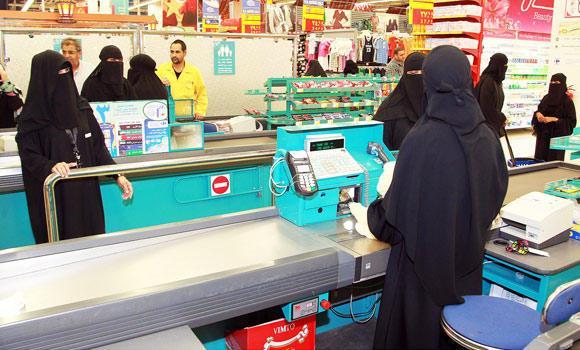 Saudi-women-cashiers