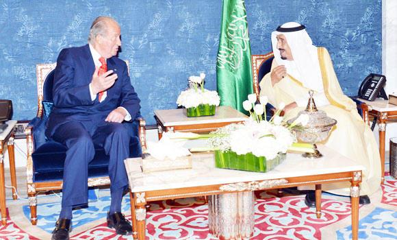 Crown Prince Salman holds talks with King Juan Carlos of Spain in Jeddah on Sunday. (SPA)