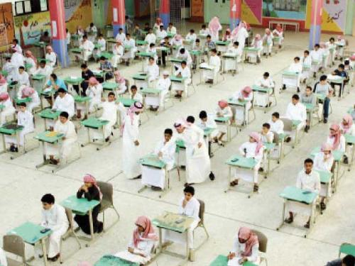 Over three million intermediate and high school students all over the Kingdom started on Sunday the first day of their final academic year examinations. In Al-Khobar, a secondary school received its students with Oud incense, coffee, tea and dates. In Makkah, 140 prison inmates are sitting for the final exams in reformatory prisons.