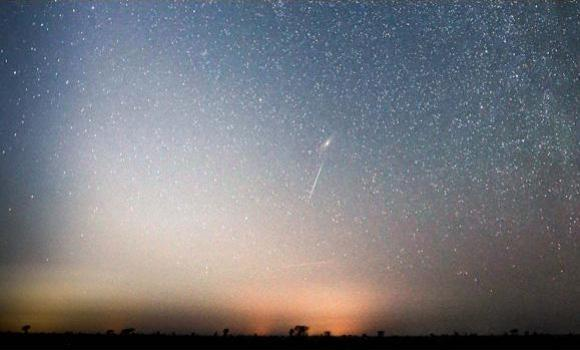This file photo taken by a member of the Taif Arts Monitor in mid-December 2012 and released by the Saudi Press Agency (SPA) shows a meteor streaking across the night sky above the mountains of western Saudi Arabia. A similar meteor shower is expected to light up Saudi skies late Friday night, going into the wee hours of Saturday.