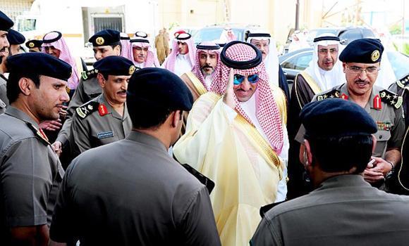 Newly appointed Riyadh Gov. Prince Turki bin Abdullah bin Abdul Aziz visits high-tech traffic facilities in the capital city on Sunday. (AN photo)