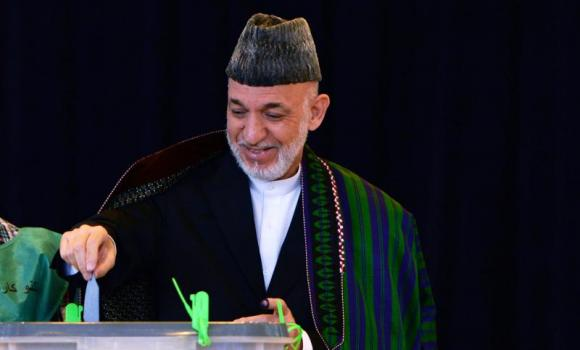 Afghan President Hamid Karzai casts his vote.