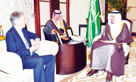 Crown Prince Salman holds talks with British Defense Secretary Philip Hammond in Jeddah on Tuesday. (SPA)