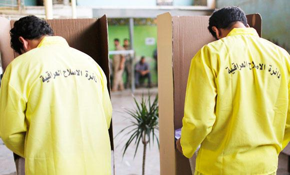 Iraqi prisoners vote inside al-Rusafa prison during early voting for the parliamentary election, in Baghdad, in this April 28, 2014 photo.